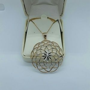 10k  yellow and white pendent  nwot